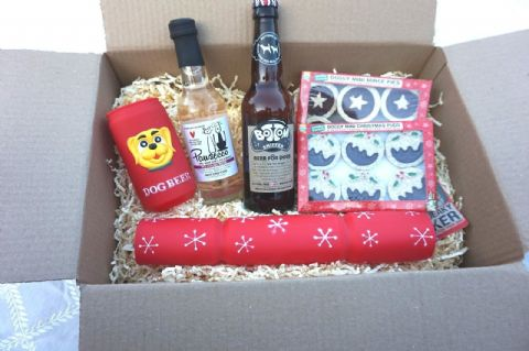 DOG CHRISTMAS HAMPER WINE BEER TOY CRACKER & BEER CHEWY MINCE PIES & XMAS PUDS
